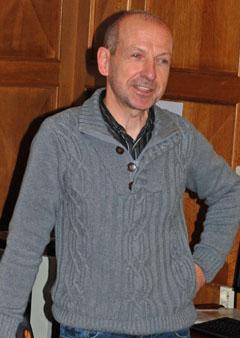Hugo Mathues - met de weerbriefing en de over nieuwe neerslag-radar
